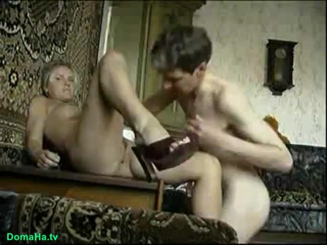 Блондинка с кентом снимают домашнее видео