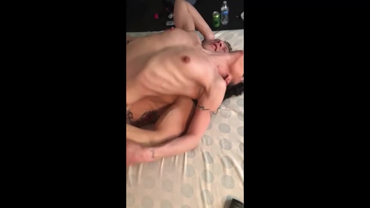 Татуированная пара занимается сексом